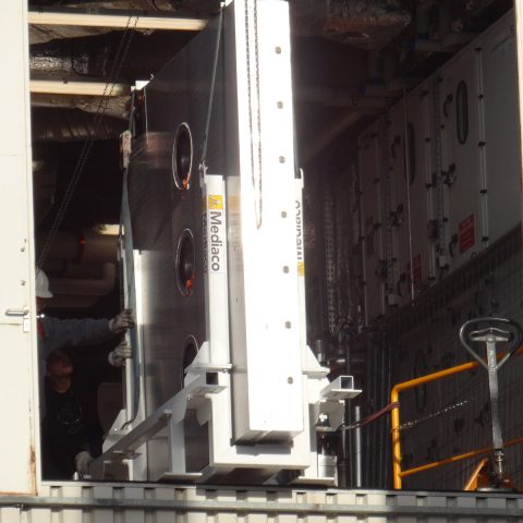 Châssis pour manutention d'une porte lourde