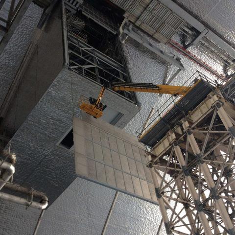 Projet Novarka (Tchernobyl) – Portes coulissantes et trappe pivotante dans le garage de l'arche, à 80m du sol